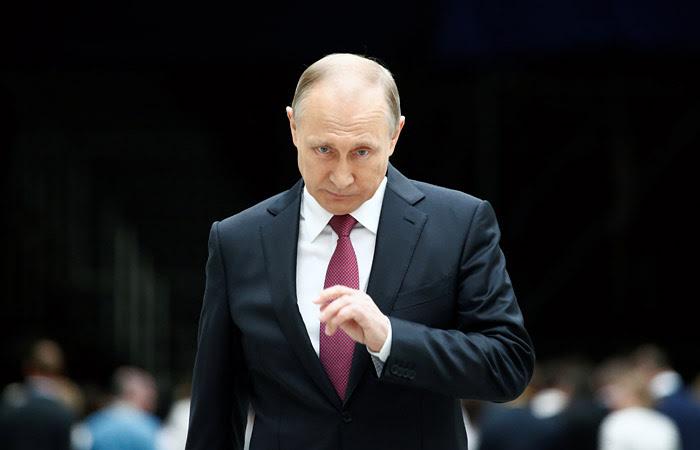 """""""Коммерсантъ"""" узнал о планах выдвижения Путина в президенты в два этапа"""