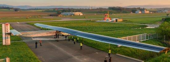 Avião movido a energia solar prontao para volta ao mundo