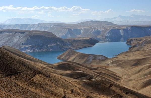 "perierga.gr - Οι ""γαλάζιες λίμνες"" του Αφγανιστάν!"