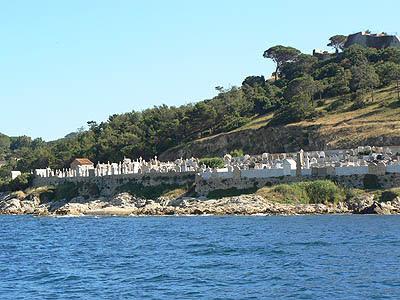cimetière marin de st trop.jpg
