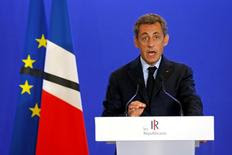 """La droite et l'extrême droite ont réclamé mardi plus d'actes et de fermeté au gouvernement à la suite de l'assassinat d'un prêtre revendiqué par l'Etat islamique, nouveau palier dans l'escalade terroriste en France qui menace selon elles de déclencher """"une guerre de religions"""". Nicolas Sarkozy a ainsi déclaré : """"Notre ennemi n'a pas de tabou, n'a pas de limites, n'a pas de morale, n'a pas de frontières. Nous devons être impitoyables"""". /Photo prise le 26 juillet 2016/REUTERS/Benoit Tessier"""