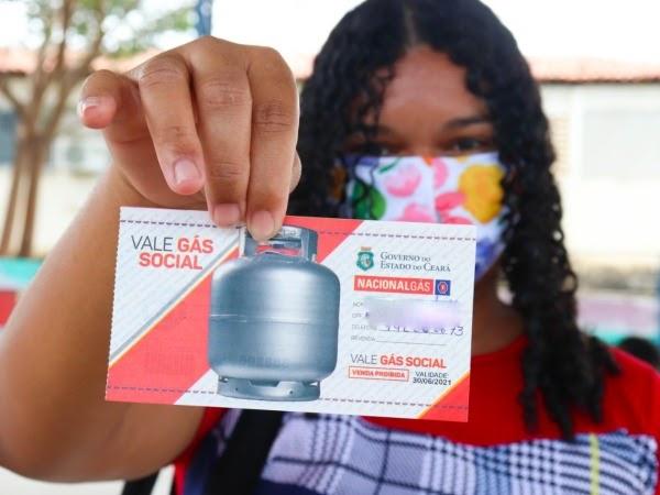 Prefeitura do Crato inicia entrega dos tíquetes do vale gás social às famílias beneficiadas
