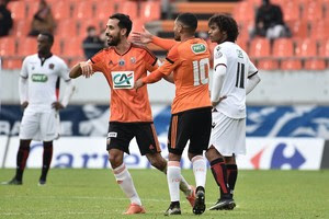 Mesloub comemora gol do Lorient sobre o Nice (Foto: JEAN-SEBASTIEN EVRARD / AFP)