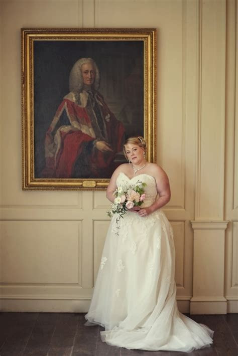 Dresses For Curvy Brides
