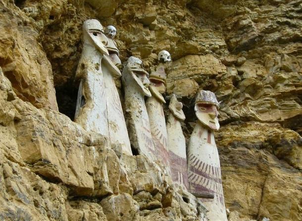 Los sarcófagos de Carajia, emblemático de la cultura Chachapoya perdido.