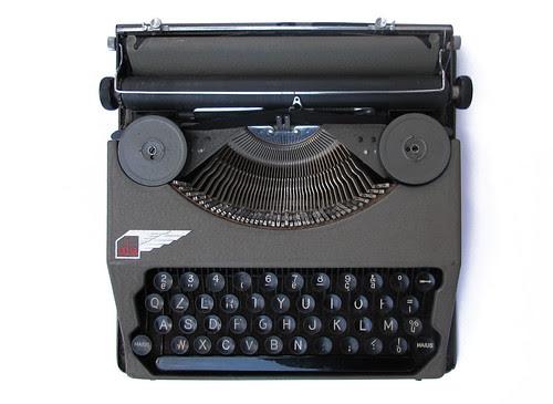 Ala portable typewriter (3)