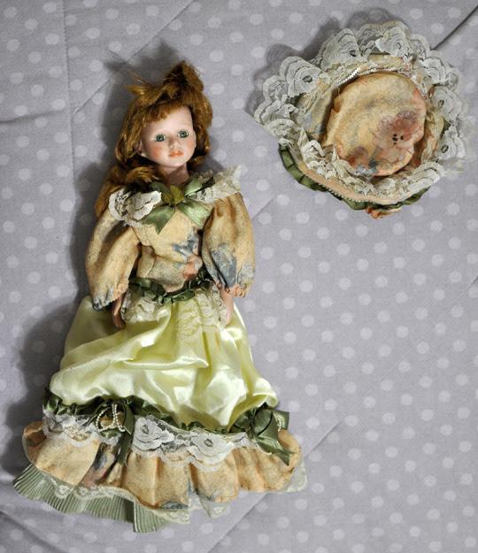 ilustração: boneca de porcelana