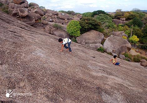 Rock Climbing in Karnataka - Photo : Arindam Bhowmik