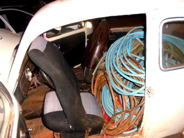Dupla furtou 220 metros de fio de cobre de fazenda em Gavião Peixoto (Foto: Policia Militar/ Divulgação)