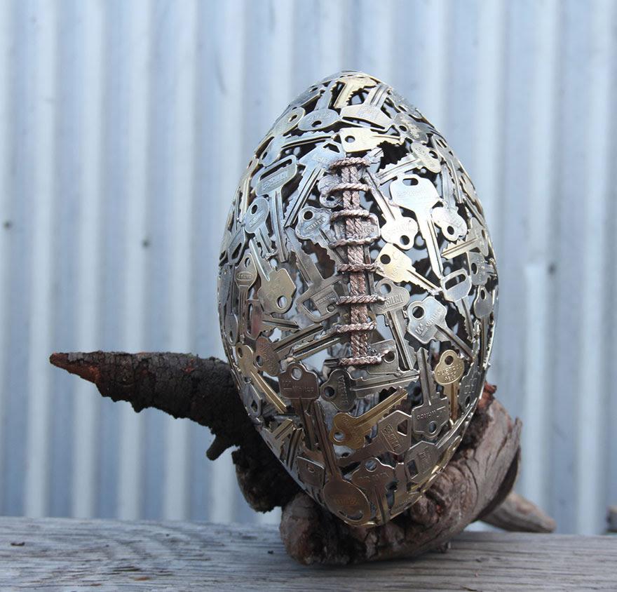esculturas-metal-reciclado-llaves-monedas-michael-moerkey (9)