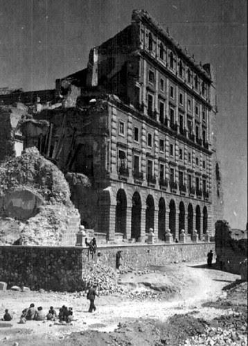 Alcázar de Toledo destruído tras la Guerra Civil