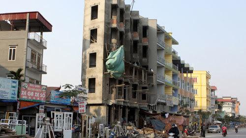 nhà siêu mỏng, siêu méo, nhà kỳ quặc, Hà Nội, Hồ Gươm, Hàm cá mập, giấy phép xây dựng, xây dựng trái phép
