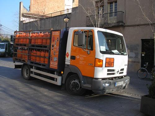 camió Nissan Atleon repartint butà a Sant Cugat del Vallés