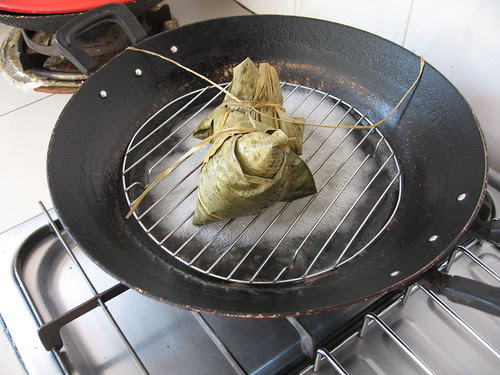 steaming bak chang