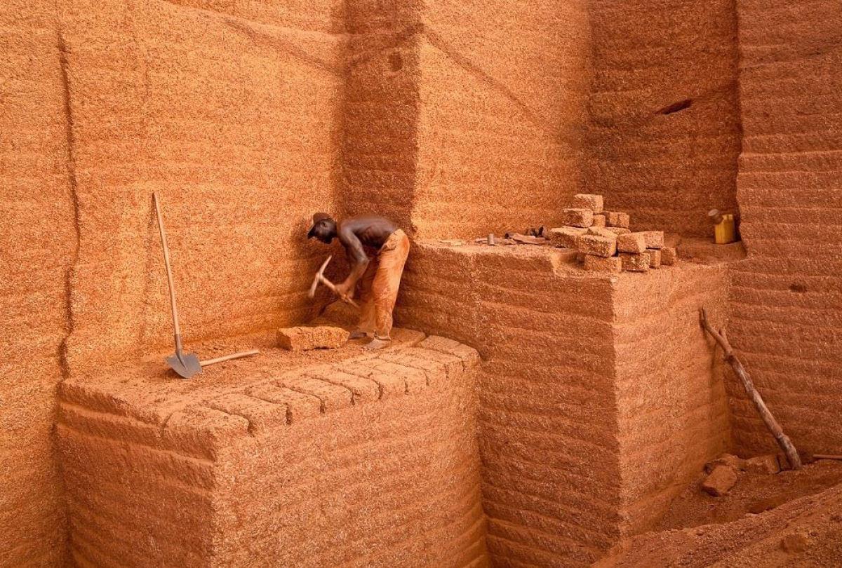 A pedreira de tijolos de Karaba em Burkina Faso 01