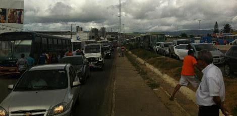 Trânsito ficou complicado na BR - 104 / Foto: Mariana Araújo/JC