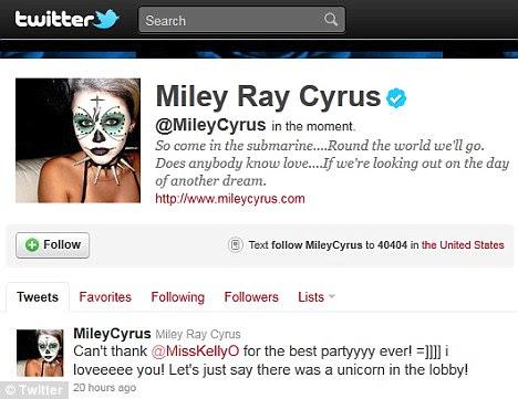 Grande noite: O evento foi organizado por Kelly Osbourne e Miley excitada ela twittou graças a seu amigo