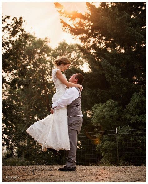 Bride and Groom Posing, Must Have Wedding Poses, Posing