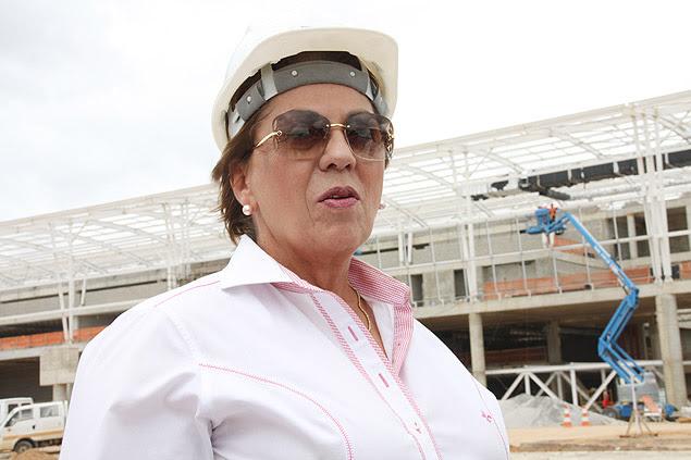A governadora Rosalba Ciarlini (DEM-RN) acompanha obras do aeroporto de São Gonçalo do Amarante (RN), em junho