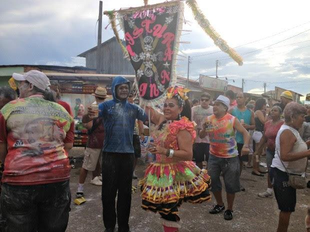 O Bloco Mistura Fina comemora a virada do ano com carreata em Porto Velho (Foto: Larissa Matarésio/G1)