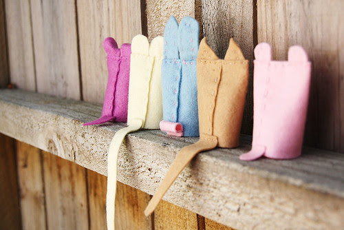 Finger puppets' tails