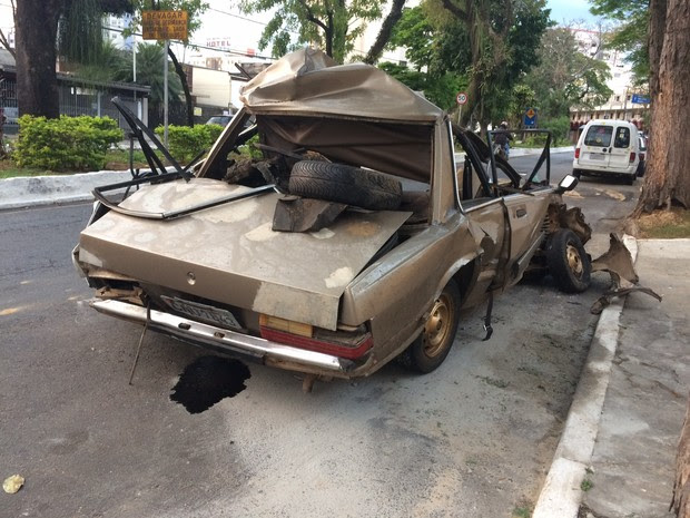 Homem morre após trafegar na contramão da Dutra em Taubaté (Foto: Carlos Santos/ G1)
