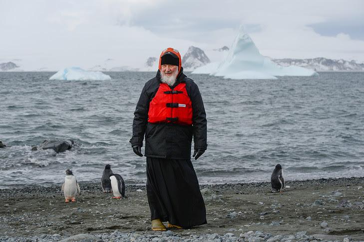 http://img.aws.la-croix.com/2016/02/18/1200741004/Le-Patriarche-Moscou-toute-Russie-Kirill-visite-station-Bellingshausen-Waterloo-Antarctique-17-fevrier-2016_0_730_486.jpg