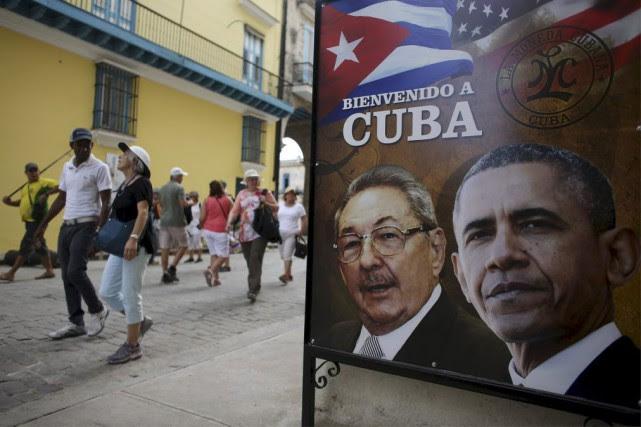 Une affiche souhaitant la bienvenue à Barack Obama... (PHOTO ALEXANDRE MENEGHINI, REUTERS)