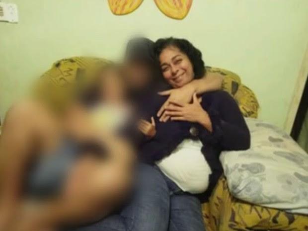 Cristiane não resistiu às facadas no pescoço e morreu na noite desta quinta (Foto: Reprodução/TV Globo)