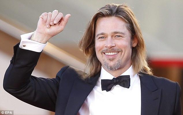 De bom humor: O ator não conseguia tirar o sorriso do seu rosto quando ele saudou a multidão
