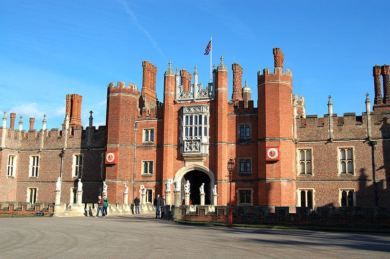 File:Hampton Court Palace 20120224.JPG