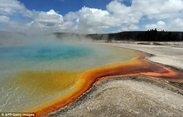 Erupção Monster: Signs of the Yellowstone vulcão ativo pode ser visto nas piscinas termais do parque e atividade sísmica