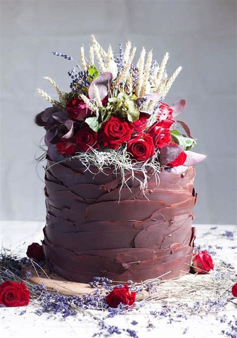Chocolate Wedding Cakes   hitched.co.uk