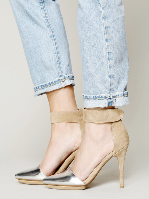 LE FASHION BLOG SHOE CRUSH TWO TONE LEATHER HEELS JEFFREY CAMPBELL SOLITAIRE HEELS EXCLUSIVE FOR FREE PEOPLE TAN TAUPE LEATHER SUEDE ANKLE STRAP METALLIC SILVER POINTED CAP TOE CROPPED LIGHT WASH DENIM JEANS