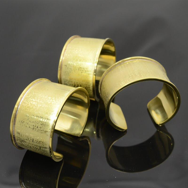 s39030 Bracelet Blank -  Cuff with Bezel Edge - Goldplated (1)