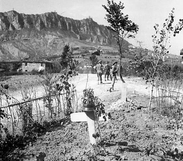 File:A soldier's grave in Monte Titano (September 1944).jpg