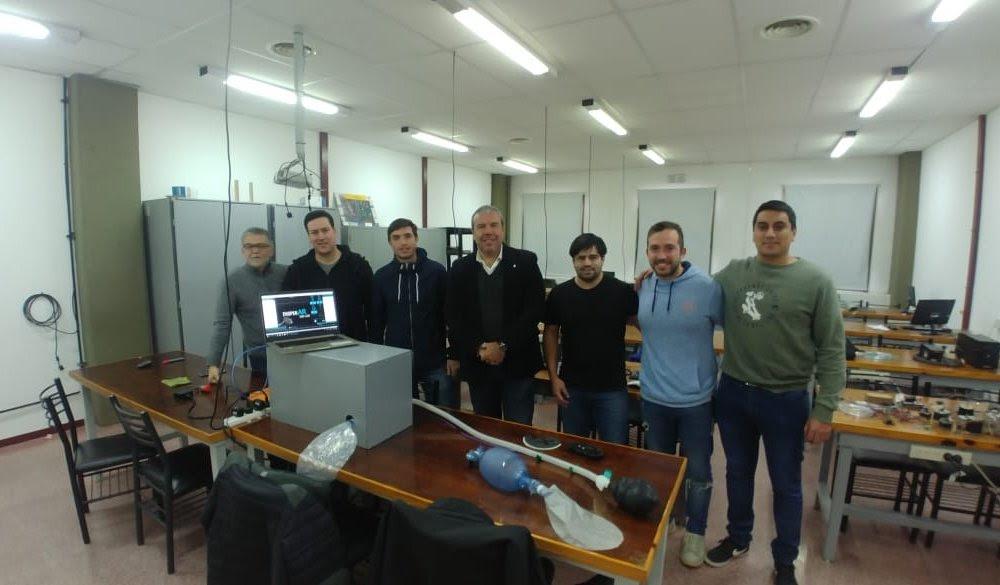 COVID-19: Estudiantes y graduados crearon un prototipo de respirador artificial