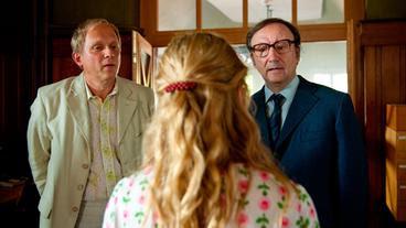 Die Auserwählten: Franks Vater Helmut (Rainer Bock) glaubt lieber Schulleiter Pistorius (Ulrich Tukur) als Petra Grust (Julia Jentsch).