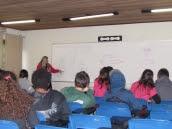 Alunos recebem aula de Educação Ambiental no auditório do Parque Municipal Lagoa do Peri.