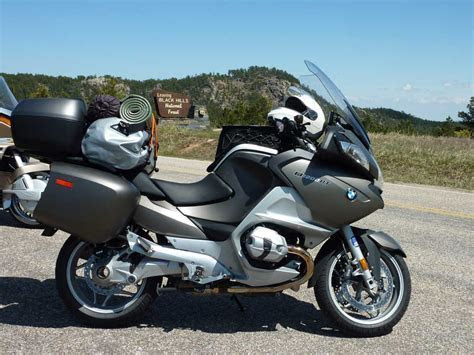 Pic of 06 09 R1200RT with large top case?   BMW Luxury