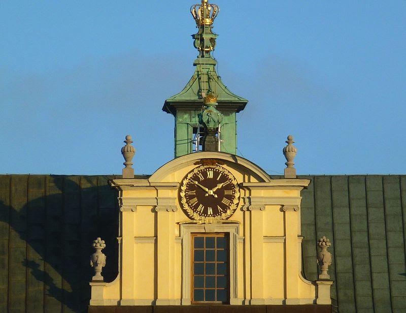 Drottningholms slott klocka 2012.jpg