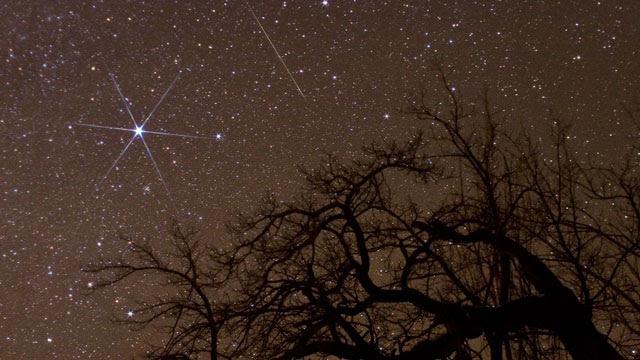 http://a.abcnews.com/images/Technology/gty_geminid_meteor_shower_jef_121213_wmain.jpg