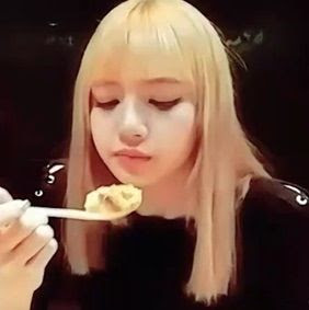 Day 12 Lisa Eating Blink 블링크 Amino