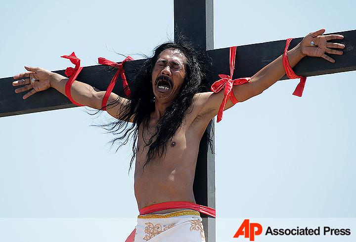 Resultado de imagem para fotos e imagens de crucificados nas filipinas