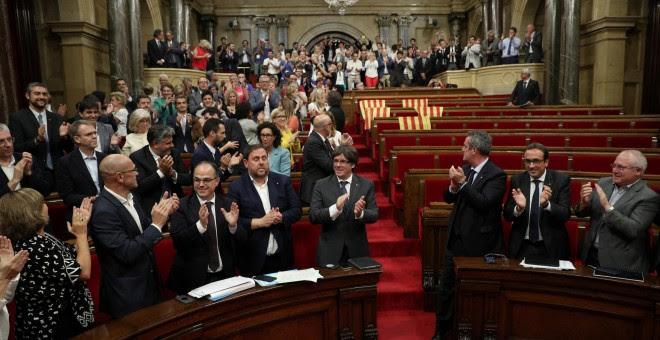 El Parlament aprueba la ley de referéndum tras abandonar el pleno la oposición. REUTERS/Albert Gea