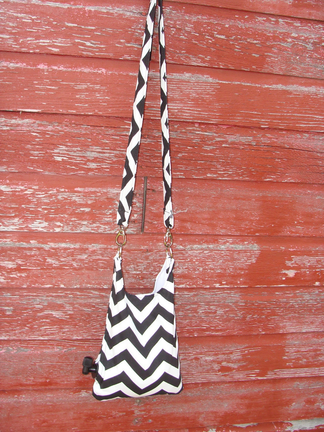 Zig Zag Wine Purse-Holds up to a 3L bag of box wine or other beverage.  Unzip side zipper to access spigot and serve