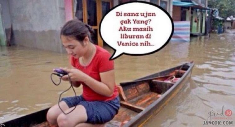 Ngakak !!! 10 Gambar Meme Banjir Jakarta 2017 ini Lucu abis bikin senyum senyum sendiri