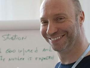 O britânico Glenn Thomas, jornalista da Organização Mundial da Saúde (OMS), em divulgada nesta sexta-feira (18). Ele estava no avião da Malaysia Airlines que caiu na Ucrânia (Foto: Organização Mundial da Saúde/AFP)