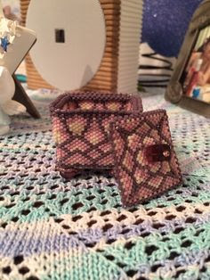 Square bead box