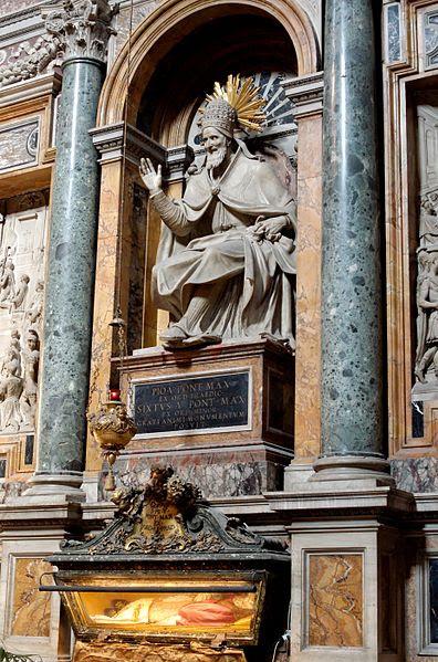 Fil: Tomb Pius V SM Maggiore.jpg